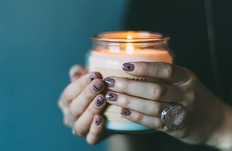 Sviečky a svietniky pre útulný domov