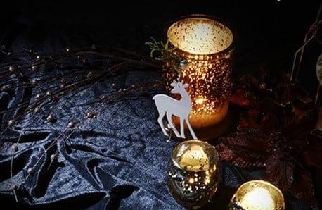 Sviatočné prestieranie, svetelné reťaze a ďalšie dekorácie