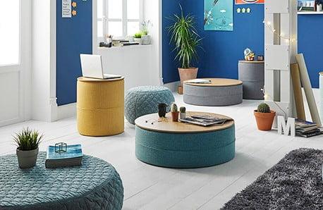 Stoličky a pufy nielen v pastelových farbách