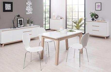 Stoly, stoličky a komody vo svetlých tónoch