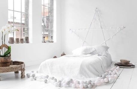 Obliečky, postele a dekorácie v scandi štýle
