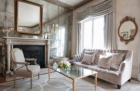 Elegantné interiérové doplnky, nábytok a luxusné šperky
