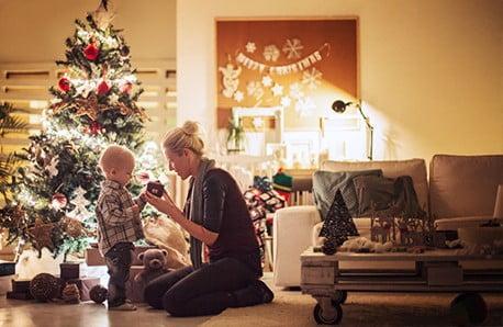 Nábytok, doplnky a dekorácie vo farbách Vianoc