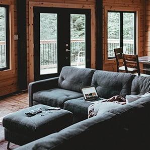 Nábytok v štýle alpských zrubov