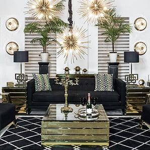 Sklenené stolíky, elegantné pohovky, lustre a koberce
