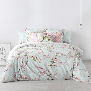 Krásna posteľná bielizeň a aromatické sviečky