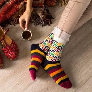 S farebnými ponožkami proti všednosti