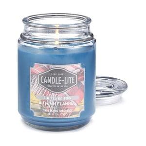 Vonná sviečka v skle s vôňou jesenného flanelu Candle-Lite, doba horenia až 110 hodín