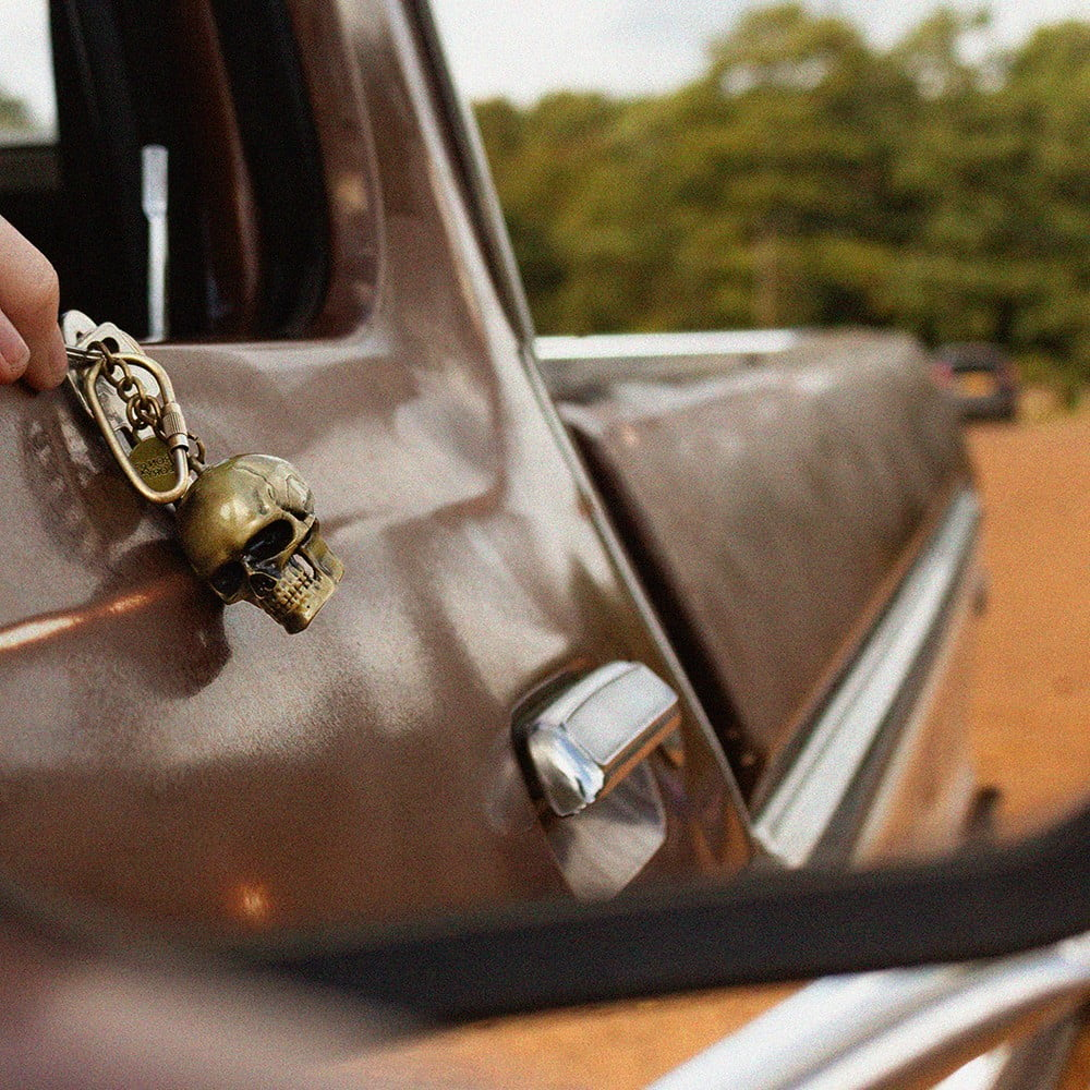Prívesok na kľúče v tvare lebky Luckies of London Dead Ringer