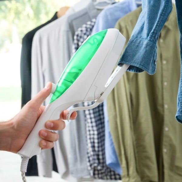 Bielo-zelená ručná naparovacia žehlička InnovaGoods
