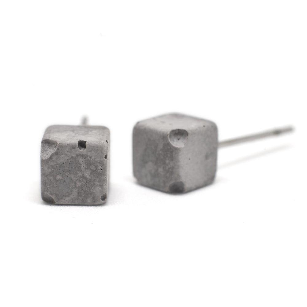 Sivé betónové náušnice od Jakuba Velínskeho Cube