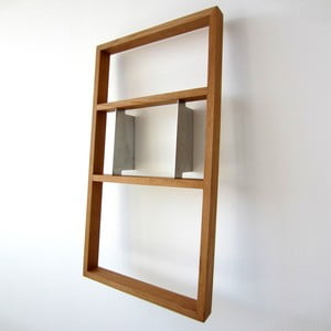 Polica na knihy z dubového dreva das kleine b bertolt, výška 81cm