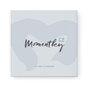 Svetlomodrý spomienkový album na jeden rok so samolepkami Bloque. Momentky52