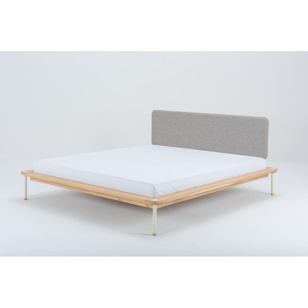 Dvojlôžková posteľ z dubového dreva Gazzda Lilian, 180 x 200 cm