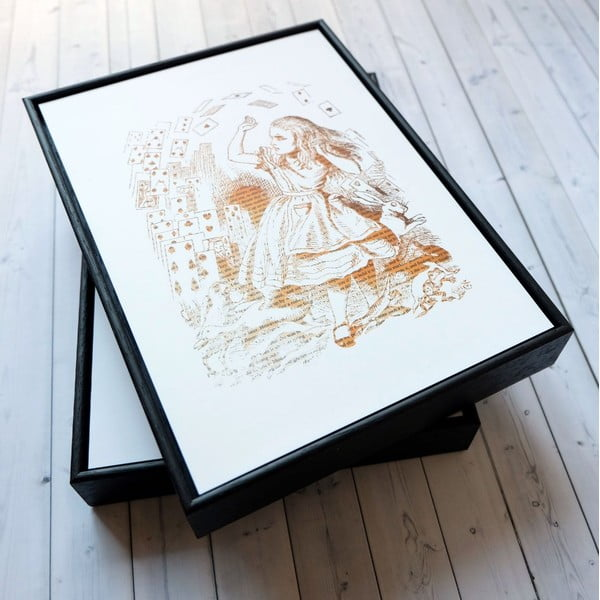Plagát v drevenom ráme Alice in Wonderland Playing Cards