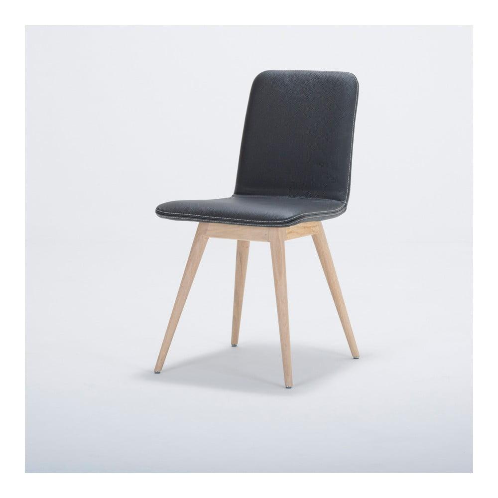 Jedálenská stolička z masívneho dubového dreva s koženým čiernym sedadlom Gazzda Ena