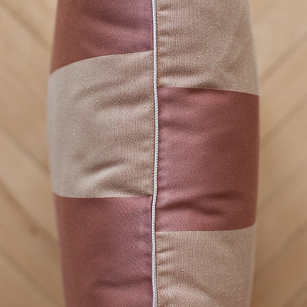 Vankúš s výplňou Brown Stripes, 50x50 cm