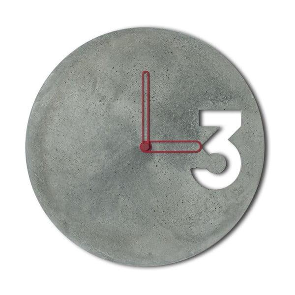 Betónové hodiny od Jakuba Velínského, ohraničené červené ručičky