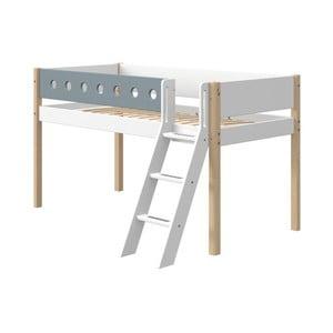 Modro-biela detská posteľ s rebríkom a nohami z brezového dreva Flexa White, výška 120 cm