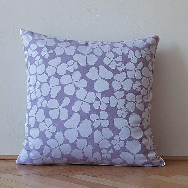 Vankúš s výplňou Light Violet Flowers, 50x50 cm