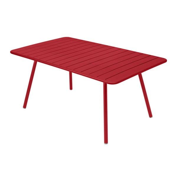 Červený kovový jedálenský stôl Fermob Luxembourg
