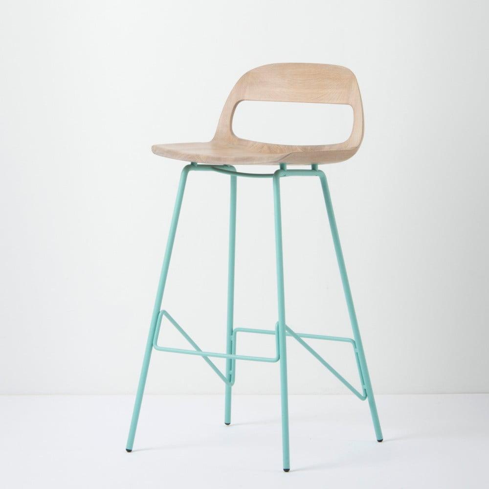 Barová stolička so sedadlom z masívneho dubového dreva a zelenými nohami Gazzda Leina, výška 94 cm