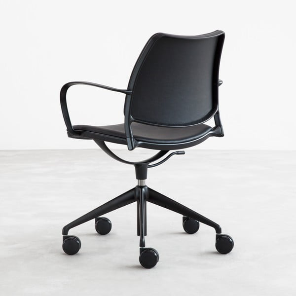 Čierna stolička na kolieskach s čiernymi nohami Stua Gas Swivel