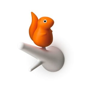 Sada 2 oranžovo-bielych nástenných háčikov Qualy&CO Squirrel