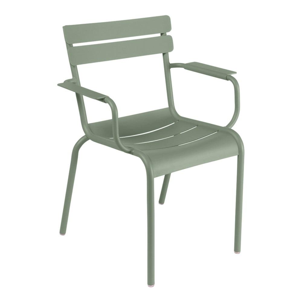Sivozelená záhradná stolička s opierkami Fermob Lu×embourg