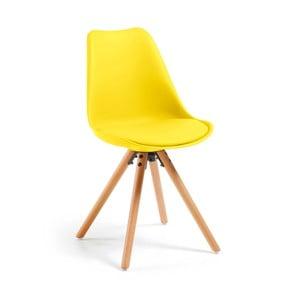 Žltá jedálenská stolička s drevenými nohami loomi.design
