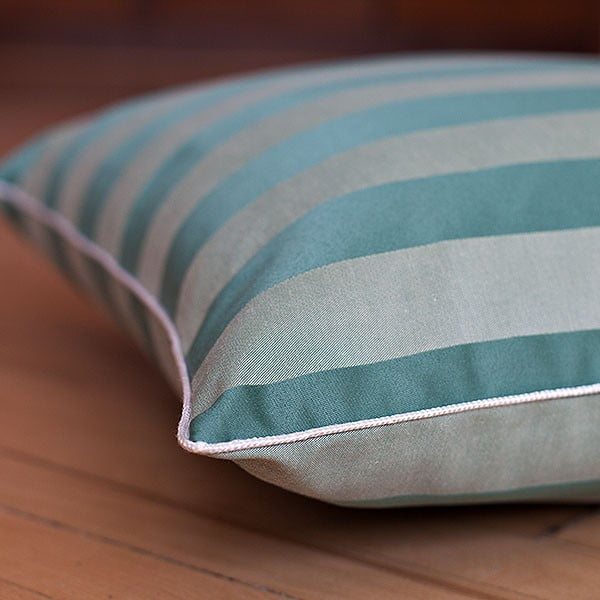 Vankúš s výplňou Dark Green Big Stripes, 50x50 cm