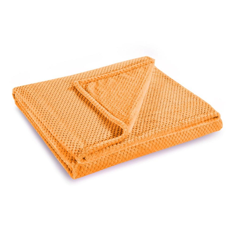 Oranžová deka z mikrovlákna DecoKing Henry, 220×240 cm Ako v objatí veľkého plyšáka sa budete cítiť v tejto hebučkej deke DecoKing.