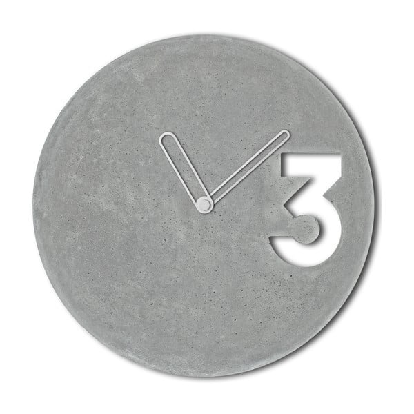 Betónové hodiny od Jakuba Velínského, ohraničené biele ručičky