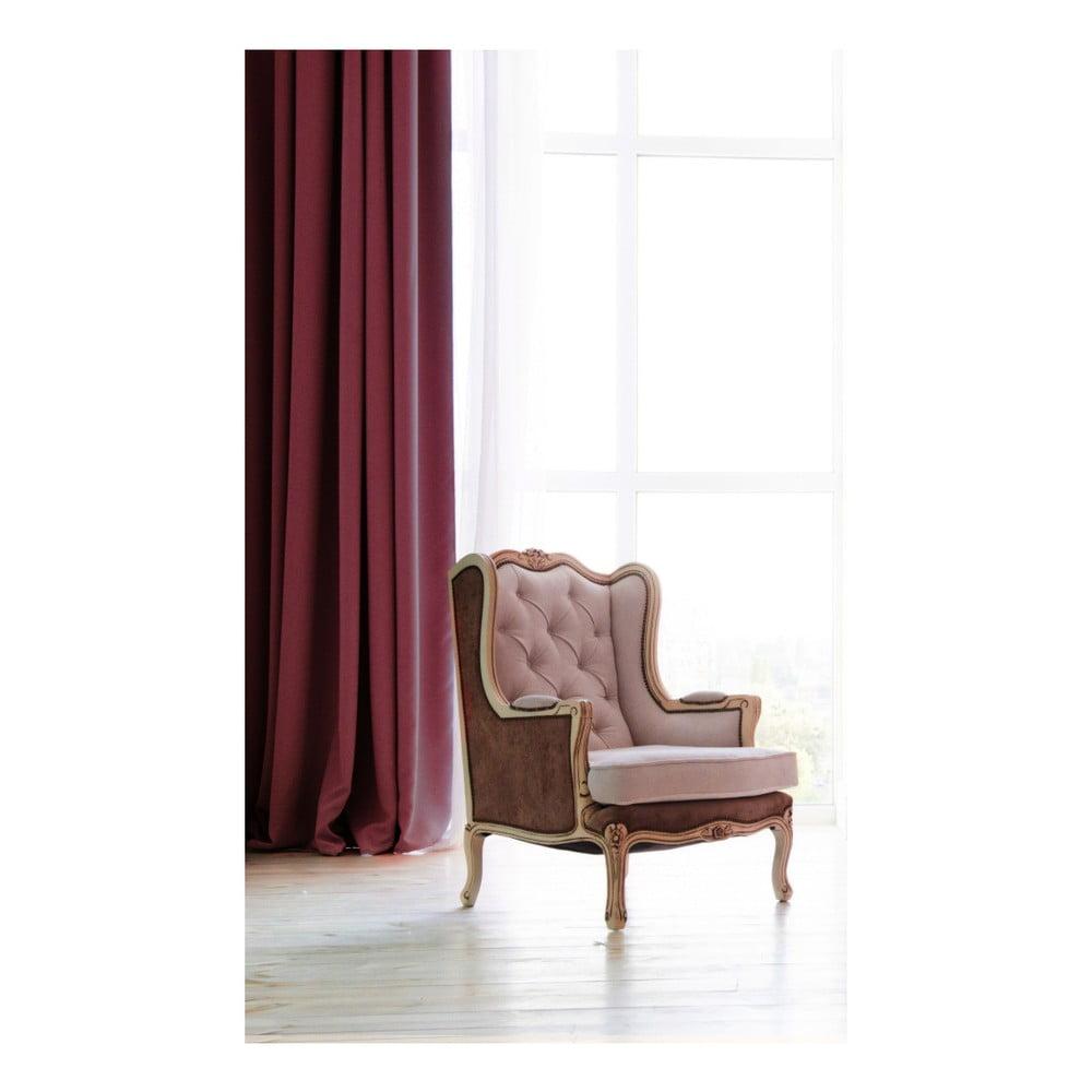 Tmavovínový záves DecoKing Pierre, 140 × 270 cm Punc elegancie sa so závesom značky <b> DecoKing </b> len tak nezaprie.