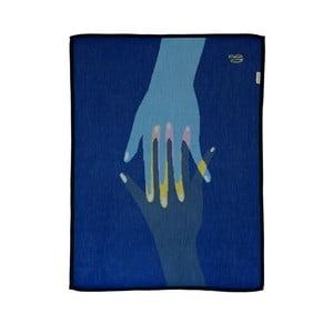 Pletená prikrývka The Wild Hug Hands, 80×110 cm