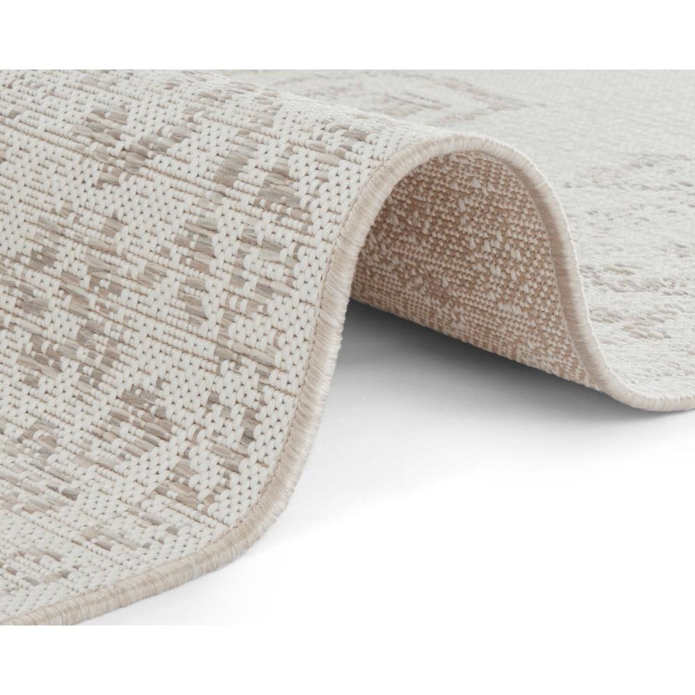 Béžový vonkajší koberec Bougari Tilos, 120 x 170 cm Okrem svojho štýlového prevedenia vás tento koberec od značky <b>Bougari</b> zaujme aj tým, že ho <b>môžete používať aj vonku</b>.  Tento šik koberec je totiž vyrobený z polypropylénu, ktorý má schopnosť <b>odolávať vode, nečistote a blednutiu</b>.