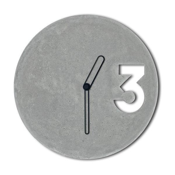 Betónové hodiny od Jakuba Velínského, ohraničené čierne ručičky