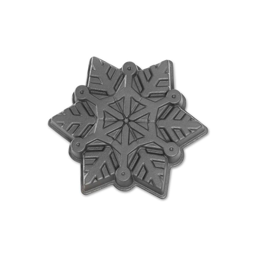 Forma na pečenie v striebornej farbe Nordic Ware Snowflake, 1,4 l