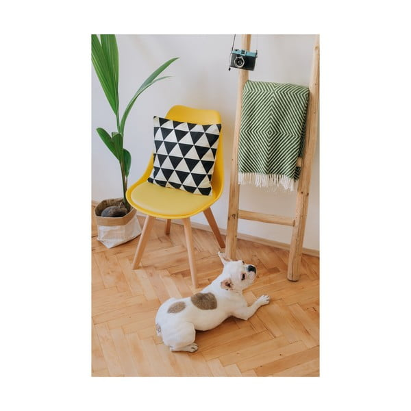 Žltá stolička s bukovými nohami loomi.design