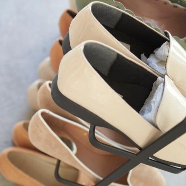 Čierny široký stojan na topánky Yamazaki Tower Shoe Rack