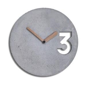 Betónové hodiny s plnými ručičkami z dreva od Jakuba Velínskeho