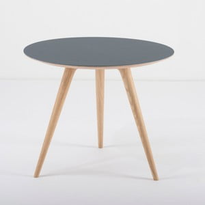 Príručný stolík z dubového dreva smodrou doskou Gazzda Arp, Ø 55 cm