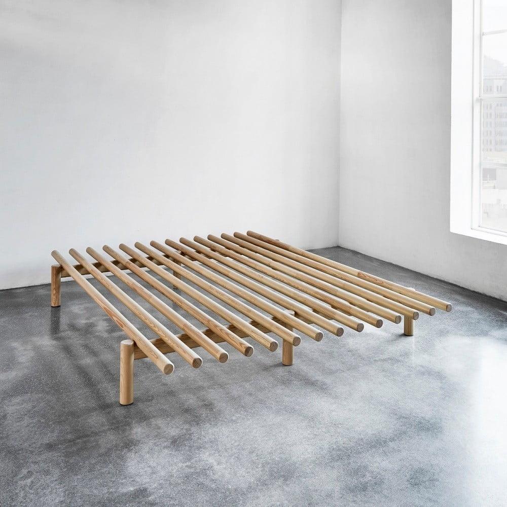 Rám postele z borovicového dreva Karup Pace, 140 × 200 cm