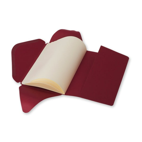 Červený zápisník v obálkovej väzbe Moleskine Postal L