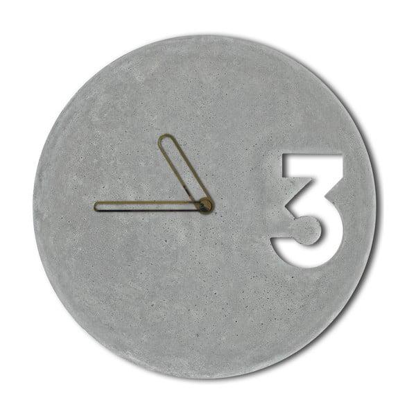 Betónové hodiny od Jakuba Velínského, ohraničené ručičky zlatej farby
