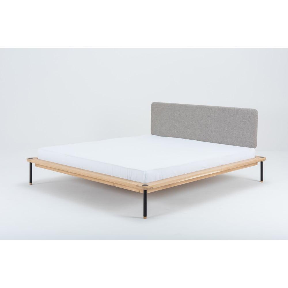 Dvojlôžková posteľ z dubového dreva Gazzda Nero, 180 x 200 cm