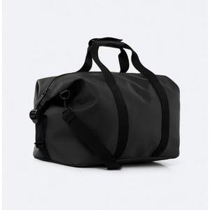 Čierna cestovná taška s vysokou vodoodolnosťou Rains Weekend