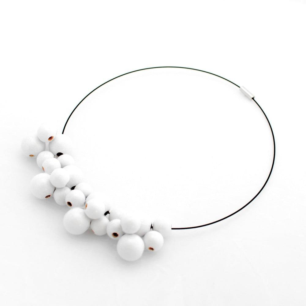 Biely drevený náhrdelník Ko–ra–le Bubbles