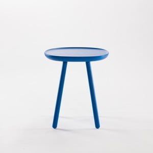 Modrý odkladací stolík z masívu EMKO Naïve Small