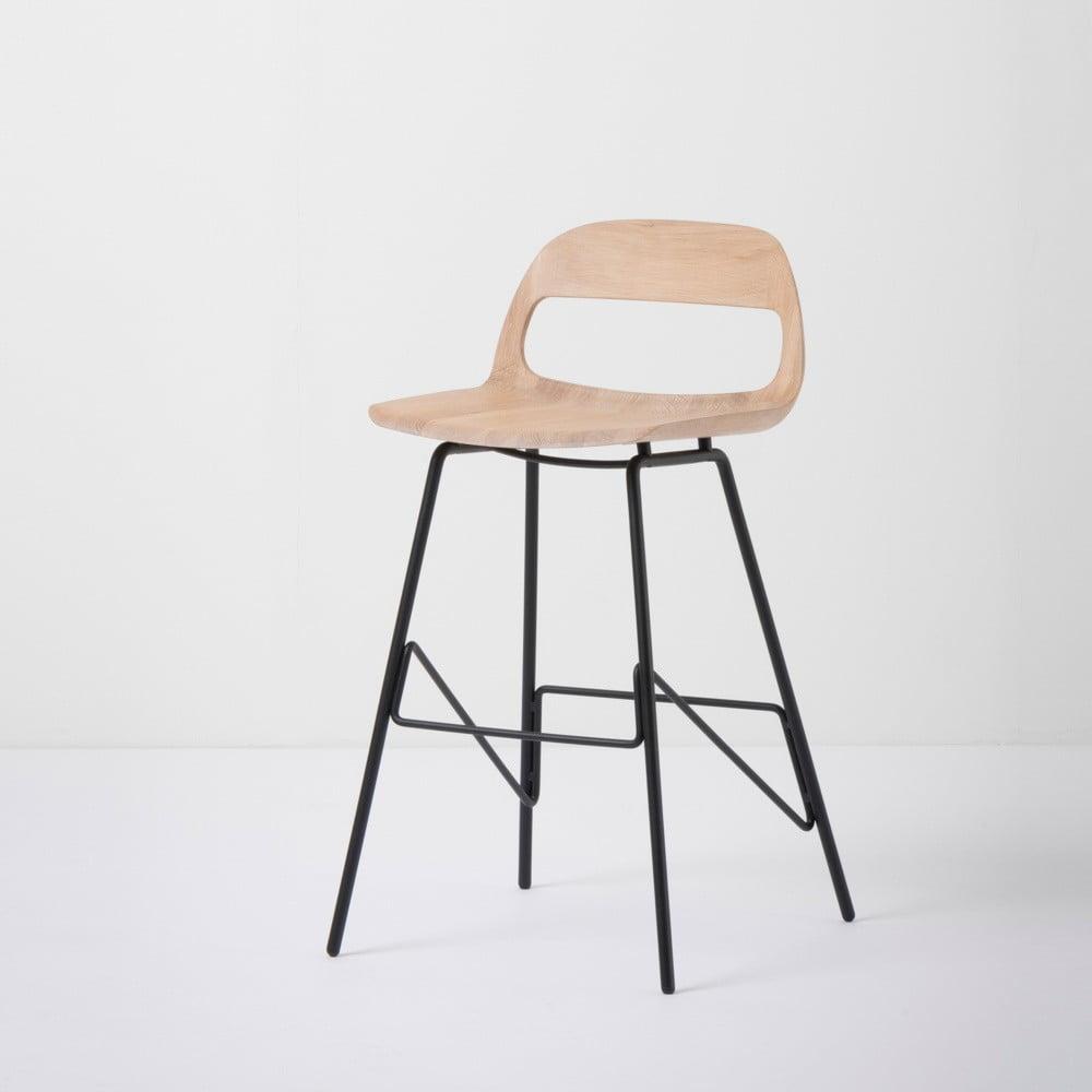 Barová stolička so sedadlom z masívneho dubového dreva a čiernymi nohami Gazzda Leina, výška 84 cm